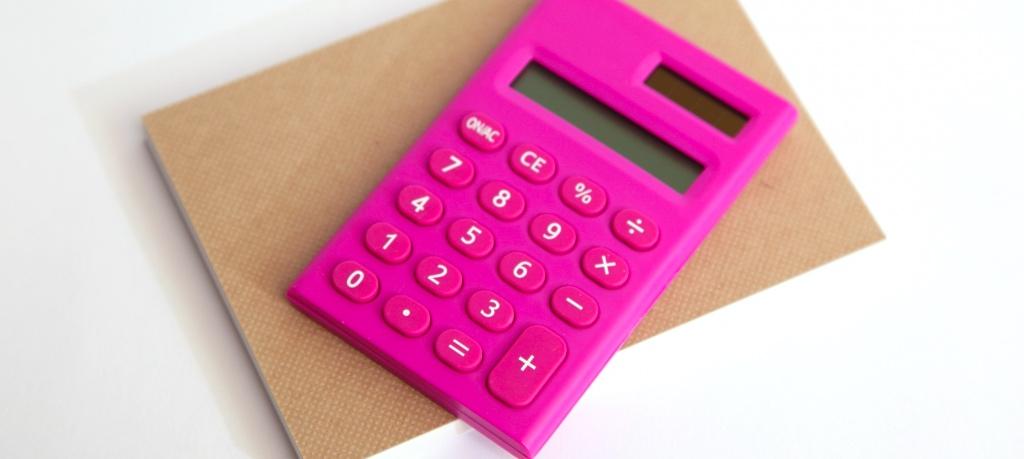 ピンク色の電卓